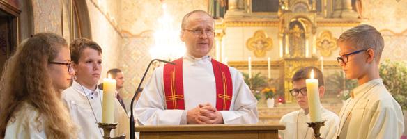 Pater Brandl bei der Schulmesse