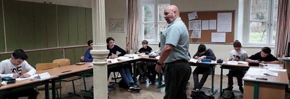 English in Action - native speeker vor der Klasse